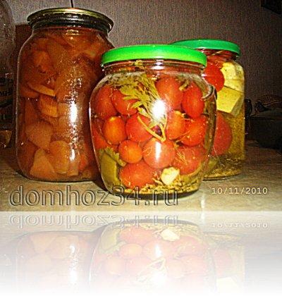 Всего несколько банок помидор и пару десятков банок огурцов, не сч…