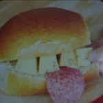 Булочка, сыр, салями