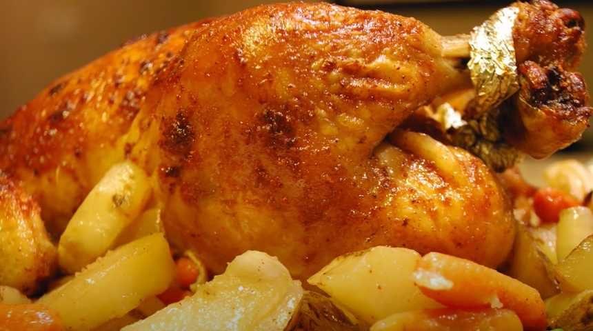 Курица запечённая в духовке и фаршированная овощами