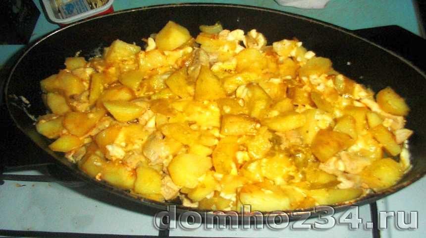 Картошка с курицей и сыром, приготовленная в духовке