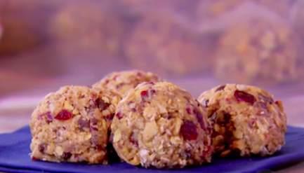 Геркулесовые шарики с арахисовым маслом, медом и семенами подсолнечника