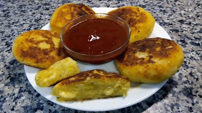 Картофельные зразы с сыром, приготовленные на сковороде