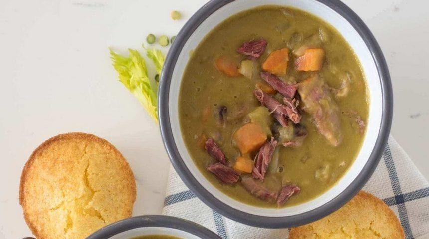 Гороховый суп с комчеными ребрышками
