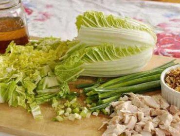 Рецепт очень вкусного салата из пекинской капусты с курицей и грибами