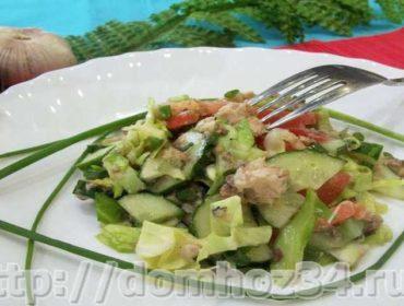 Рецепт салата из рыбных консервов с огурцами и другими овощами