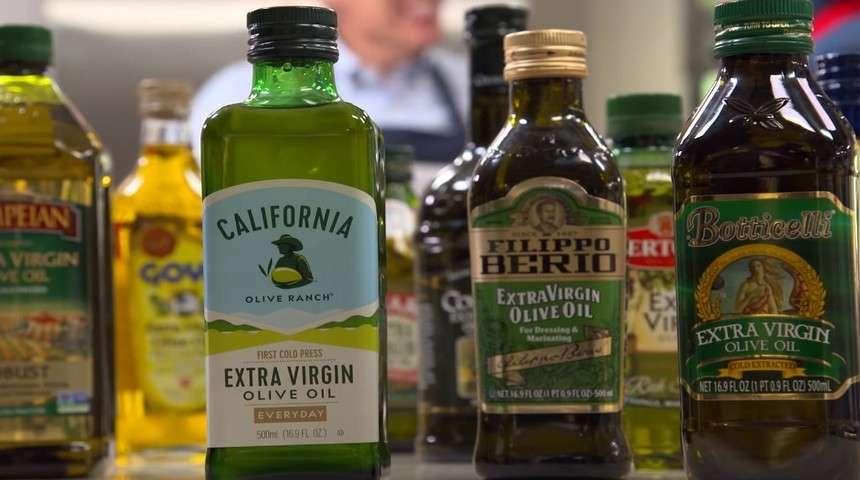 Оливковое масло в стеклянных бутылках