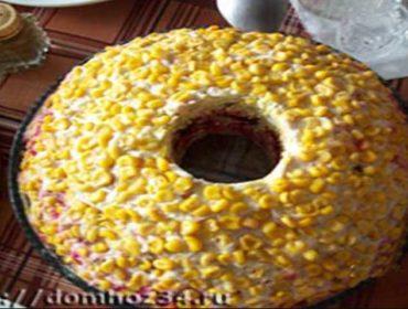 Рецепт вкусного слоеного салата с копченой курицей и кукурузой