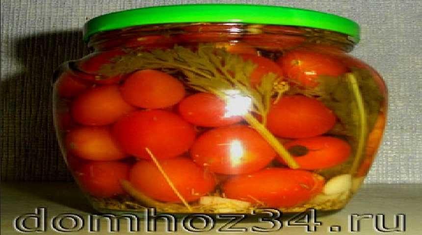 Маринованные помидоры черри в банке