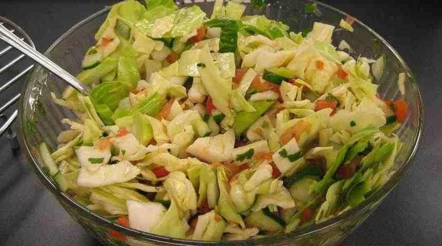 Легкий салат из пекинской капусты и огурцов
