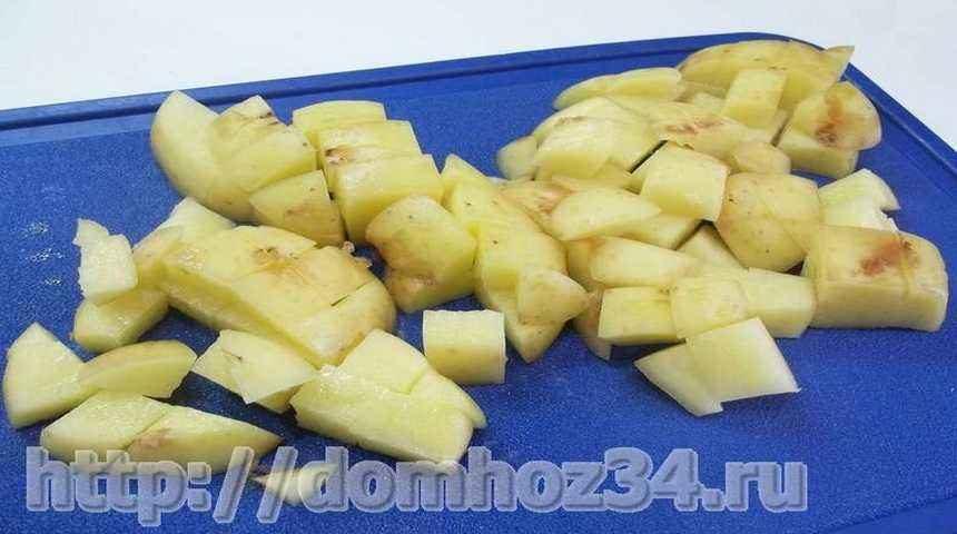 Картошка, нарезанная мелкими кубиками