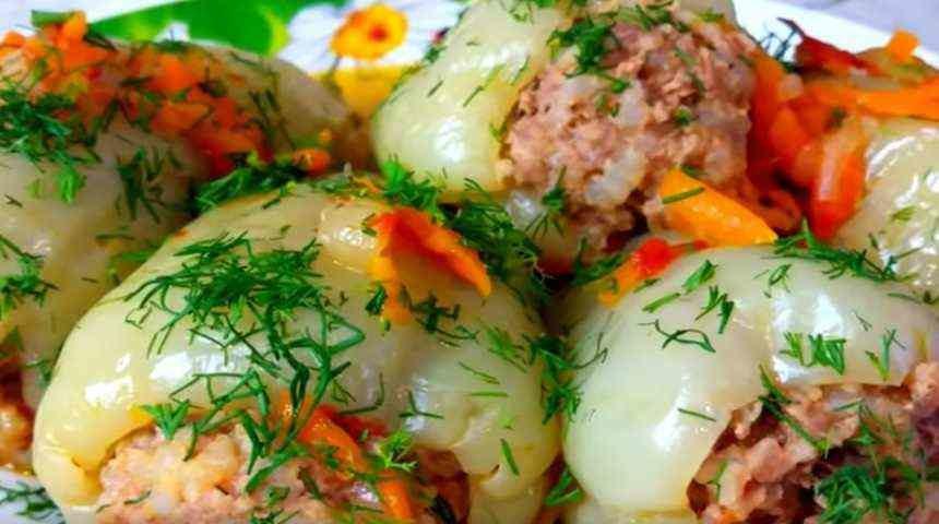 Перец фаршированный куриным мясом и рисом