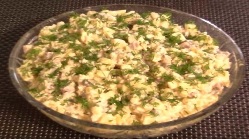 Салат с селёдкой, картошкой и огурцом